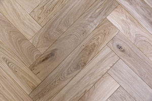 Hardwood vs. Laminate – How to Choose the Best Option for Your Home